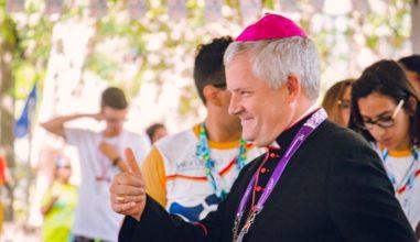 """""""Somos chamados à alegria, à alegria da verdade"""", diz Dom Vilar para Jovens."""