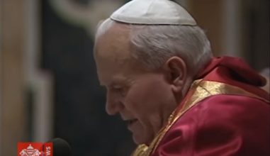 O nascimento da JMJ: João Paulo II confia a Cruz aos jovens