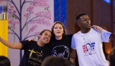 Romaria Nacional leva milhares de jovens à Aparecida; testemunhas do Cristo Vivo