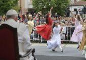 """Papa aos jovens de Skopje: """"Nunca se sonha demais"""""""