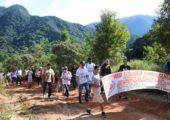 Jovens participam da Caminhada Ecológica pelos caminhos do Imperador