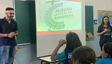 Jovem missionário partilha com crianças a experiência na Amazônia