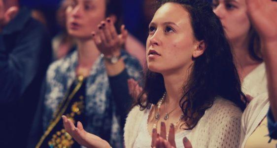 Nove dias rezando com Nossa Senhora sobre a minha juventude