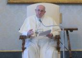 """""""Para nos libertar dos preconceitos sobre Deus, olhemos o crucifixo"""", diz Papa Francisco"""