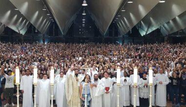 """Arquidiocese de Cascavel celebra 4 anos da """"Missa Jovem"""" na Catedral"""