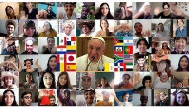 jovens em videochamada com o Papa Francisco