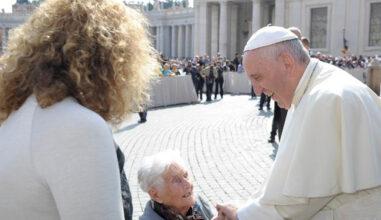Sabedoria dos idosos deve ser valorizada, é uma mensagem que o Santo Padre não se cansa de repetir aos jovens